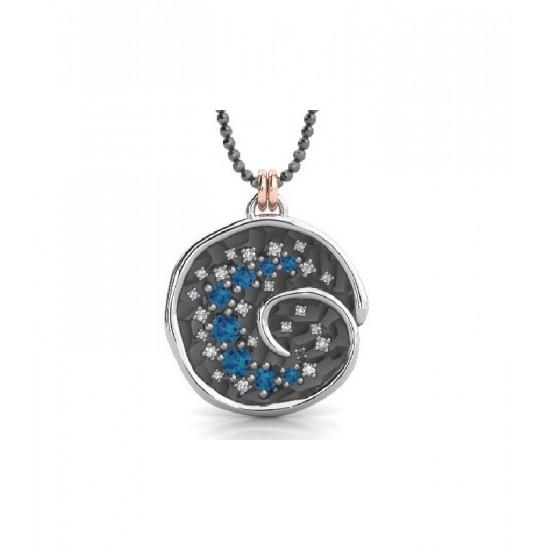 Colgante de plata, zafiros blancos y topacios azules con cadena ajustable.