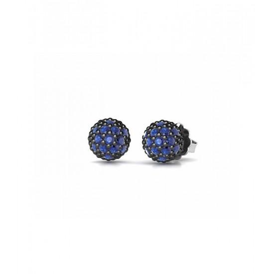 Pendientes pequeños de plata, adornados con circonitas de color azul.