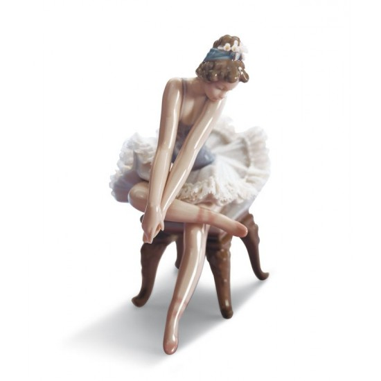 Ballet mirando la zapatilla