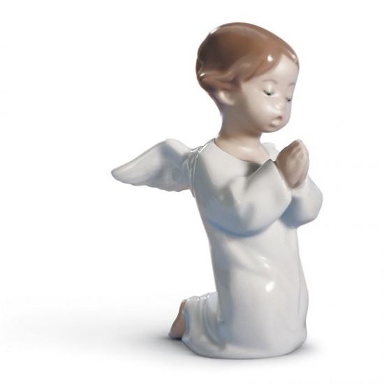 Ángel orando