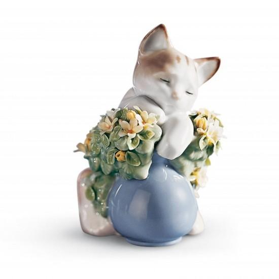 Figura de porcelana de Lladró Gatito dormilón