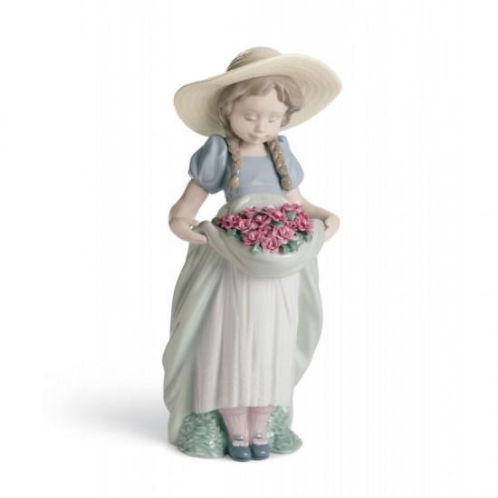 Figura de porcelana de Lladró La niña del prado (claveles)
