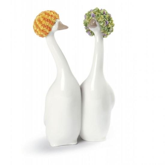 Figura de porcelana de Lladró Goossiping - naranja y verde