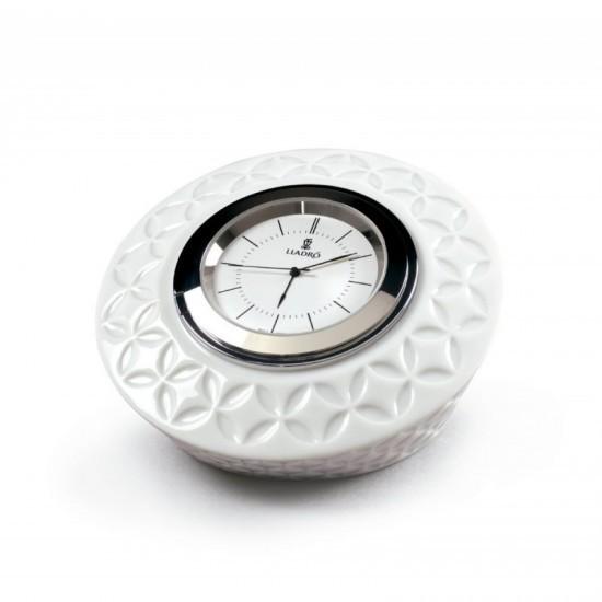 Infinite round clock