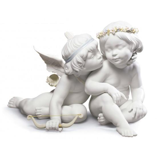 Figura de ángeles Eros y Psike fabricada en porcelana por Lladró.