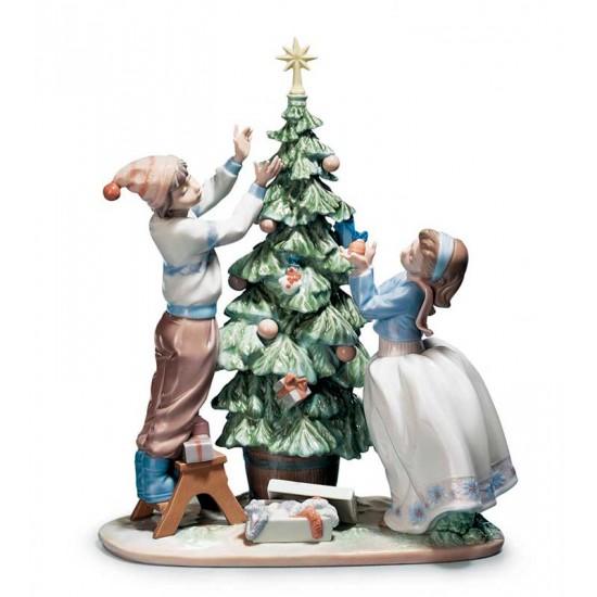 Arreglando el Árbol de Navidad
