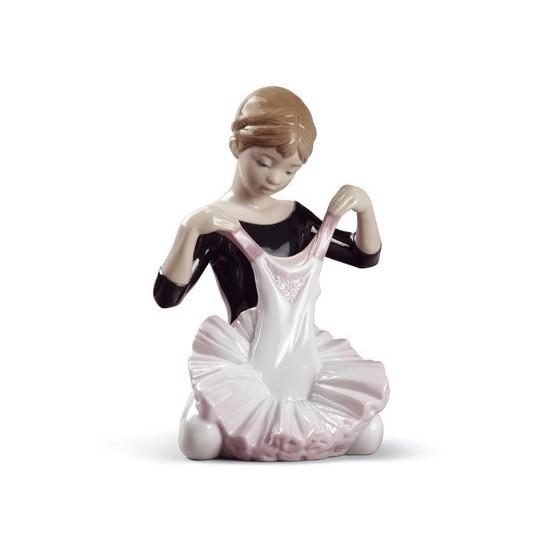 Figura de porcelana Lladró El Traje Para el Debut