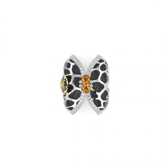 Sortija de plata con detalles de oro, adornada con zafiros blancos Lab. y citrinos 0.90 ct. aprox.