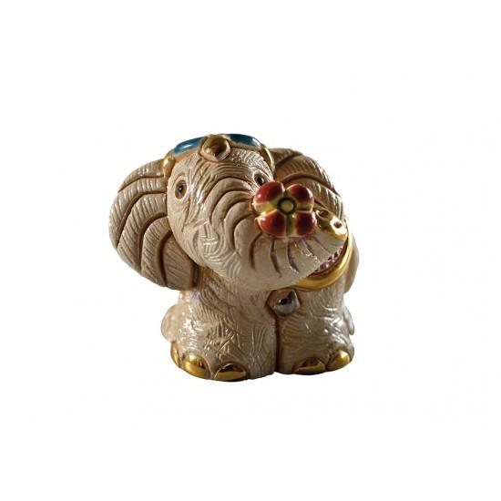 Figura de cerámica de un elefante indio