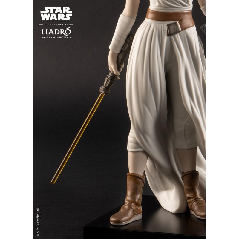 Lladró porcelain figure_Star Wars Rey _sword details