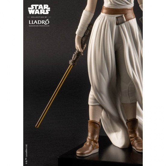 Figura porcelana Lladró_Star Wars Rey_detalle espada