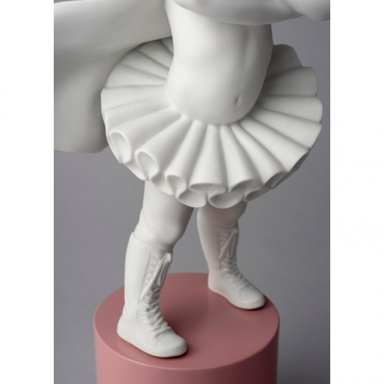 Lladró porcelain figure Girl I'm a superheroine_tutu detail