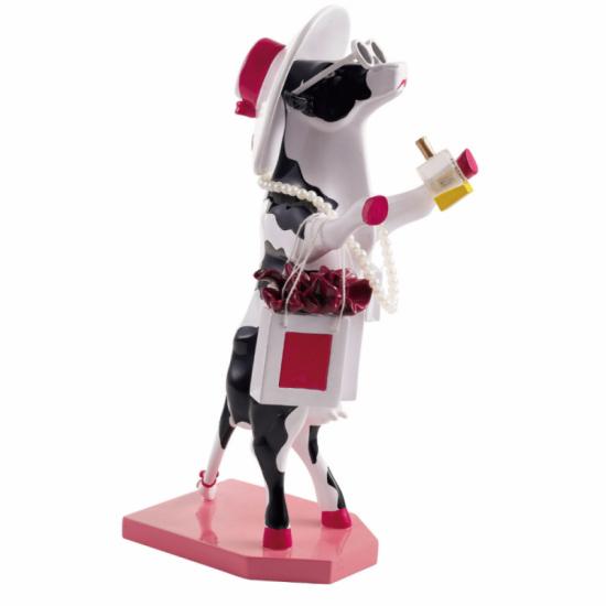 Alphadite Goddess of Shopping vaca de CowParade_pintada a mano