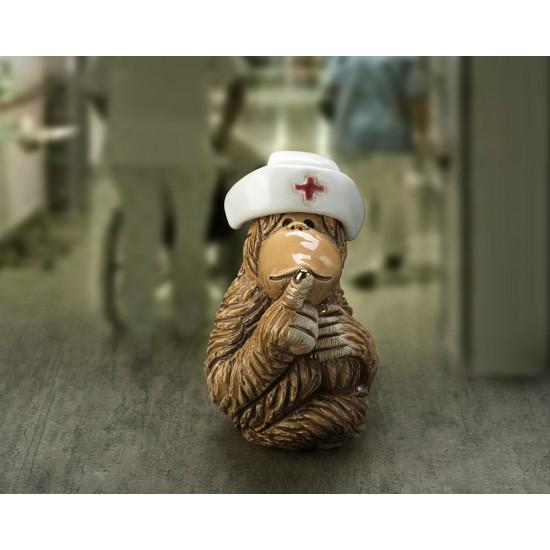 Figura de cerámica orangunán enfermera